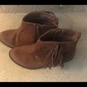 BOGO Brown suede boots with fringe detail girls 2